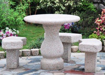 Розова  маса и 4 стола - 90 см.