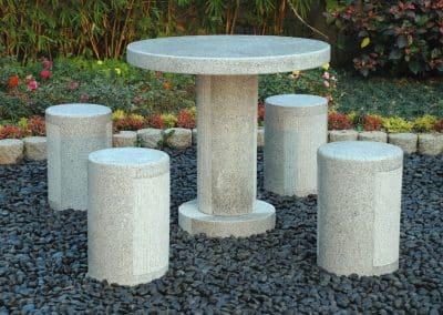 Сива маса и 4 стола - 80 80 75 и 30 30 44